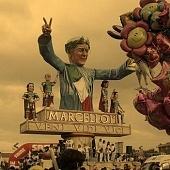 Ricordo del Carnevale di Viareggio con il carro di Marcello Lippi, imperatore